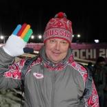 Бронзовый призер ОИ в Калгари приехал поддержать сборную