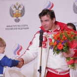 Альберт Демченко принимает поздравления (фото Сергея Комаровского)