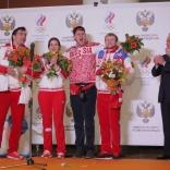 Спортвное руководство поздравляет саночников (фото Сергея Комаровского)